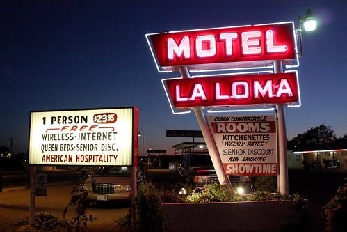 Motel La Loma sign