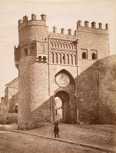 Puerta del Sol (Toledo) a finales del siglo XIX. Foto Jean Laurent
