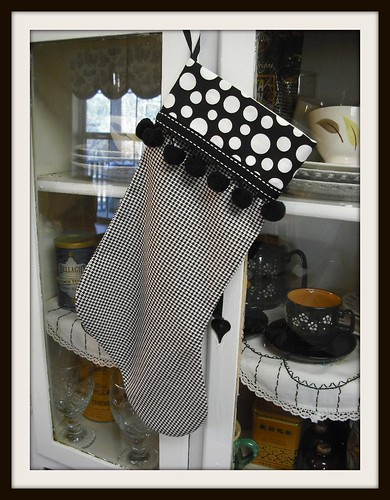 houndstooth stocking w/ball fringe