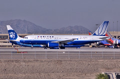 "airbus a320-232 (Matt ""Linus"" Ottosen) Tags: arizona sky phoenix lines d50 airplane harbor nikon raw aviation air united single airbus airlines hdr unitedairlines a320 phx skyharbor photomatix kphx singleraw"