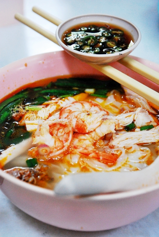 Chicken Hor Fun Soup (Flat Noodles)