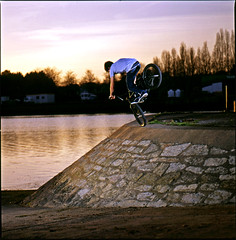 Anthony Coquil - Footjam (shutter PAP) Tags: film magazine bmx hasselblad riding soul 53 e100vs f4 555 500cm sunpak 150mm