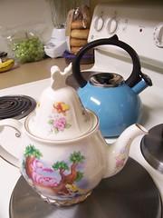 Teapot and teakettle