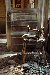 Zimmerman House -  sewing machine (heinrick oldhauser) Tags: door abandoned farmhouse chair decay michigan weathered sewingmachine tarnished reedcity osceolacounty 200thave