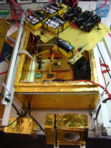 Les 2 plaques de la sonda; la de components i la de piles