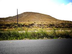 El poste solitario (srgpicker) Tags: road clouds poste carretera gimp paisaje nubes monte thegimp asfalto fakelomo fauxlomo monticulo