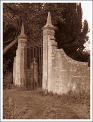 Yarnton Manor (North Gate), Oxfordshire (Martin Beek) Tags: monochrome sepia studio landscape photography historic behindthescenes oxfordshire artinprogress atmospheric tonal monochromephotography yarnton sepialovers atmosphericlandscape monochromelandscape studionotes sepiaandmonochrome monochromeandsepia monochromelandscapes martinbeekc landscapeswithatmosphere yarntonmanorandchurch