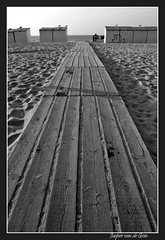 On the beach at de Panne (JASPER VD GEIN PHOTOGRAPHY) Tags: bw 20d beach strand contrast canon blackwhite sand bestof belgium belgie zwartwit best graffity september zomer mybest 2008 meeuwen beachhouse bestofflickr zand nazomer strandhuis mywinners flickrbest betterthangood goldstaraward