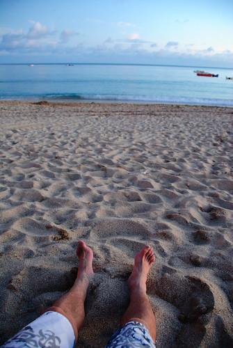 躺在沙灘上