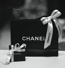 CHANEL (Doue ) Tags: bw white black love canon 50mm gift chanel a