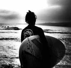 banzai beach - back portrait 1 (massi_pugliese) Tags: sea portrait blackandwhite mer white black 120 film beach clouds square back holga lomography surf nuvole mare kodak grain wave surfing 66 squareformat bianco nero spiaggia biancoenero quadrato onde 400iso tavola santamarinella grana palabra monart surfista pellicola kodaktrix400 gelatinsilverprint ixtlan medioformato bwart banzaibeach aplusphoto massimilianopugliese massipugliese