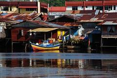 Houses on Miri River (Dan1897) Tags: miri sarawak malaysia nikond80 miririver