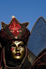 maschera con ali e cielo blu (Nicola Zuliani) Tags: venice carnevale venezia maschere nizu nicolazuliani wwwnizuit