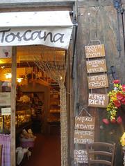 Toscana (Tu prova ad avere un mondo nel cuore...) Tags: summer brown estate sommer roadtrip tuscany verano gastronomia braun toscana t toscane 2009 brun marrone delicatessen toskana arezzo typicalproducts produitstypiques