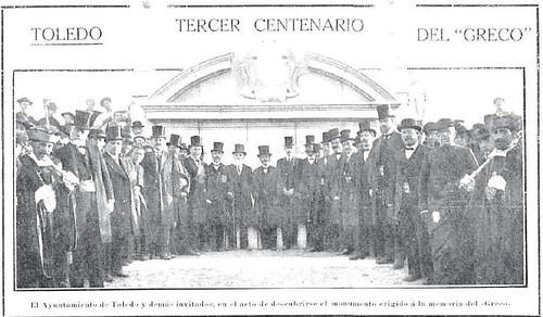 Autoridades posan ante el monumento a El Greco recién inaugurado en 1914. Revista Nuevo Mundo