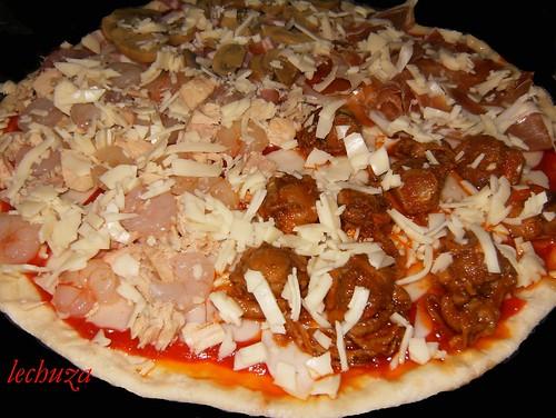 Pizza zamburiñas,atún-jamón-añadir queso rallado.