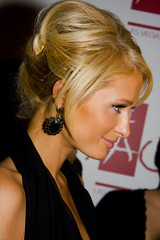 Paris Hilton's UpDo (Domain Barnyard) Tags: paris celebrity beautiful june parishilton bravo lasvegas famous nevada hilton event actress earrings 2008 hairstyle tao f71 redcarpet extensions classy updo heiress tingey kriskros domainbarnyard 53mm canoneos40d