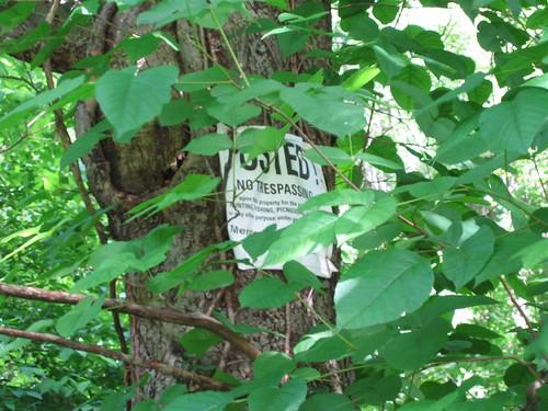 No picknicking no trespassing sign