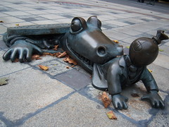 tom otterness, brooklyn Boerum hill (iluvmesomefreaks) Tags: sculpture tom brooklyn brooklynheights waterfalls newyorkskyline waltwhitman olafureliasson otterness clintonhill nework brooklynpromenade bluepig