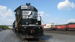 NS locos and containers, Harrisburg (wrightrkuk) Tags: railyard harrisburgpa emd norfolksouthernrailroad
