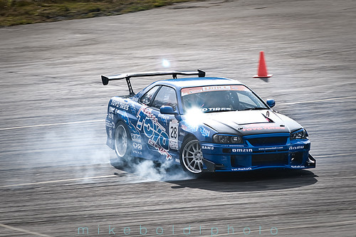 Team Toyo Drift R34. Front tires locked up entering drift