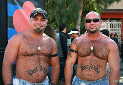 Folsom Street Fair (P3t3rT) Tags: sanfrancisco bears cubs latino folsomstreetfair folsomstreet forlife hairyguys canon400d canonxti porvida tamron18250mm p3t3rt petertham 28sep08 muscledguys