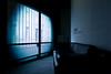 19h04 (janbat) Tags: street blue windows nikon tokina bleu sofa ccc d200 tours rue fenêtre f4 1224 canapé cuir 19h04 jbaudebert