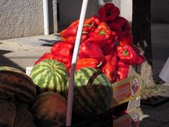Pimientos y sandas. (myaxina) Tags: mercado cceres frutera