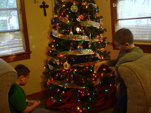 boys-decorating