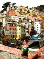 Gnome in Riomaggiore, Liguria, Italy (Cinque Terre) (Marty Portier) Tags: italy cliff home face geotagged gnome liguria away amelie cinqueterre rivera poulain geo:lat=44098223 geo:lon=9737757