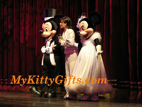 Hello Kitty's View of Mickey and Minnie in The Golden Mickeys Show of Hong Kong Disneyland