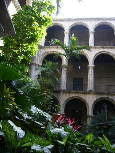 聖方濟教堂中庭