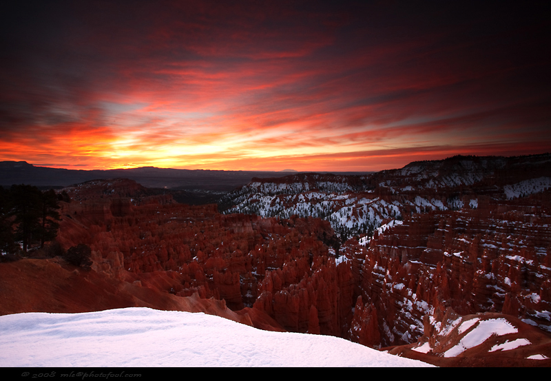 bryce-canyon silent-city  sunrise hoodoos snow utah us-nationalpark