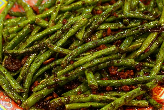 Deep-fried french beans with dried prawns and garlic
