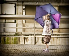 Violet umbrella (Fernando Rey) Tags: portrait umbrella funny chica child retrato violet niña paraguas violeta robado simpatica
