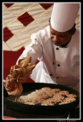 Jalebi! (Gupak!) Tags: cooking bangalore cook sweets mgroad jalebi halwai casafamilia samsunggupak sisocasafamilia