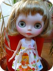 Manuela con su nuevo maquillaje y su nuevo vestido