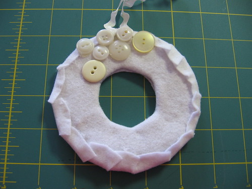 Button Wreath Tut 12
