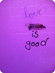 (Molly) Tags: love graffiti is purple good stinks