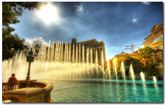 The Watcher (Martyn Starkey) Tags: man fountain lasvegas watching bellagio firstquality flickrsbest mywinners abigfave visiongroup thatsclassy platinumheartawards multimegashot rubyphotographer vision100