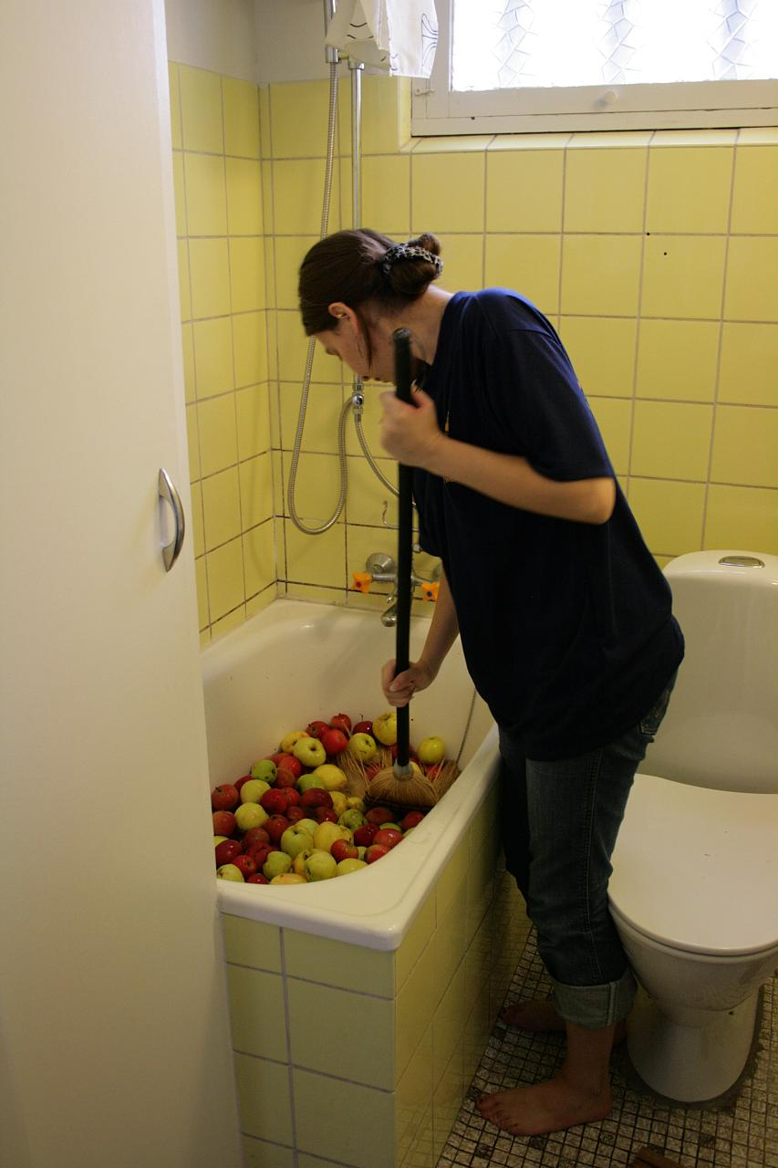 Wash apples