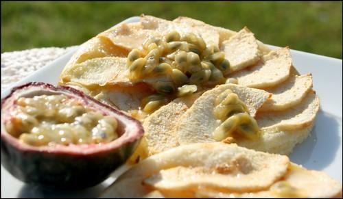 2954963993 4970941fb3 Tartelettes aux pommes et fruits de la passion