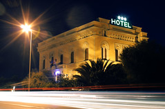 Hotel Universal (Conanil) Tags: luci auto lampione notte scia traffico hoteluniversal livorno toscana italia lights cars streetlamp tray trafic leghorn tuscany italy lichten autos straatlantaarn dienblad verkeer toscani itali lumires voitures rverbre plateau toscane italie lichter strasenlaterne behlter verkehr toskana italien luzes carros lmpadaderua bandeja trfego legorne toscnia luces coches lmparadecalle trfico