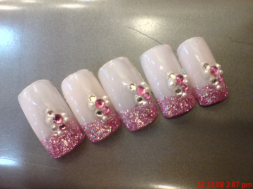 Best Nail Artist The Best Way To Apply Swarovski Crystals For Nail Art