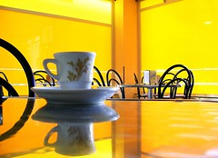 Time for a yellow coffee.... (by Loca....)