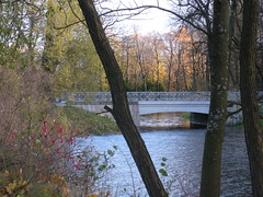 Yelagin Island  St. Petersburg (sftrajan) Tags: park bridge autumn lake automne stpetersburg estate russia herbst herfst otoo saintpetersburg  outono hst russie rusland podzim jesie   sanpietroburgo russland sanktpetersburg rosja pietari ryssland   sanpetersburgo sintpetersburg venj efterr rusko saintptersbourg venemaa yelaginostrov  peterburi yelaginisland