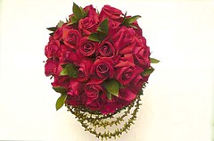 3050332362 d98cfbd147 m d Faça você mesma: Arranjo de mesa de casamento com rosas