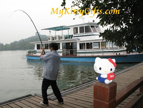 Hello Kitty and Talented Fisherman at West Lake, HangZhou