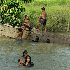 Afternoon delight (Bn) Tags: topf50 paradise laughter laos boatrides vangvieng beautifulscenery rampart rurallife smallboats afternoondelight crossingtheriver 50faves namsongriver childrenfun swimmingintheriver youngboysandgirls laopeople funafterschool friendlylaopeople mellowriver laughterofchildren dailylifeinvangvieng childrenplayingintheriver funattheriver asiasnicestriver cloudylimestonehills couuntrylife congratsexploor