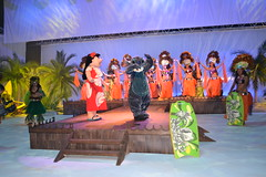 Lilo & Stitch greet us to Stitch's Hawaiian Paradise Party (Castles, Capes & Clones) Tags: paris france stitch disney hawaiian lilo disneylandparis disneycharacters marnelavallée disneyvillage stitchshawaiianparadiseparty